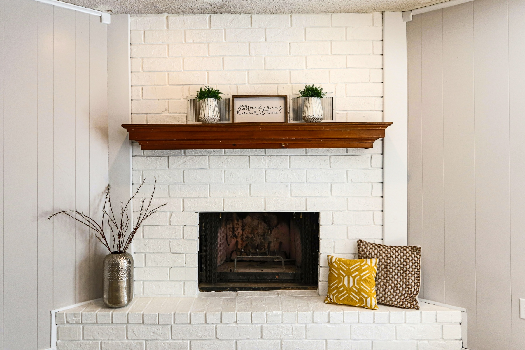 05-Feature-Fireplace