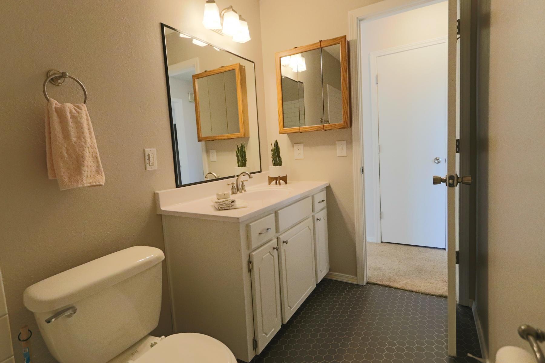 10-Hall-Bath-2